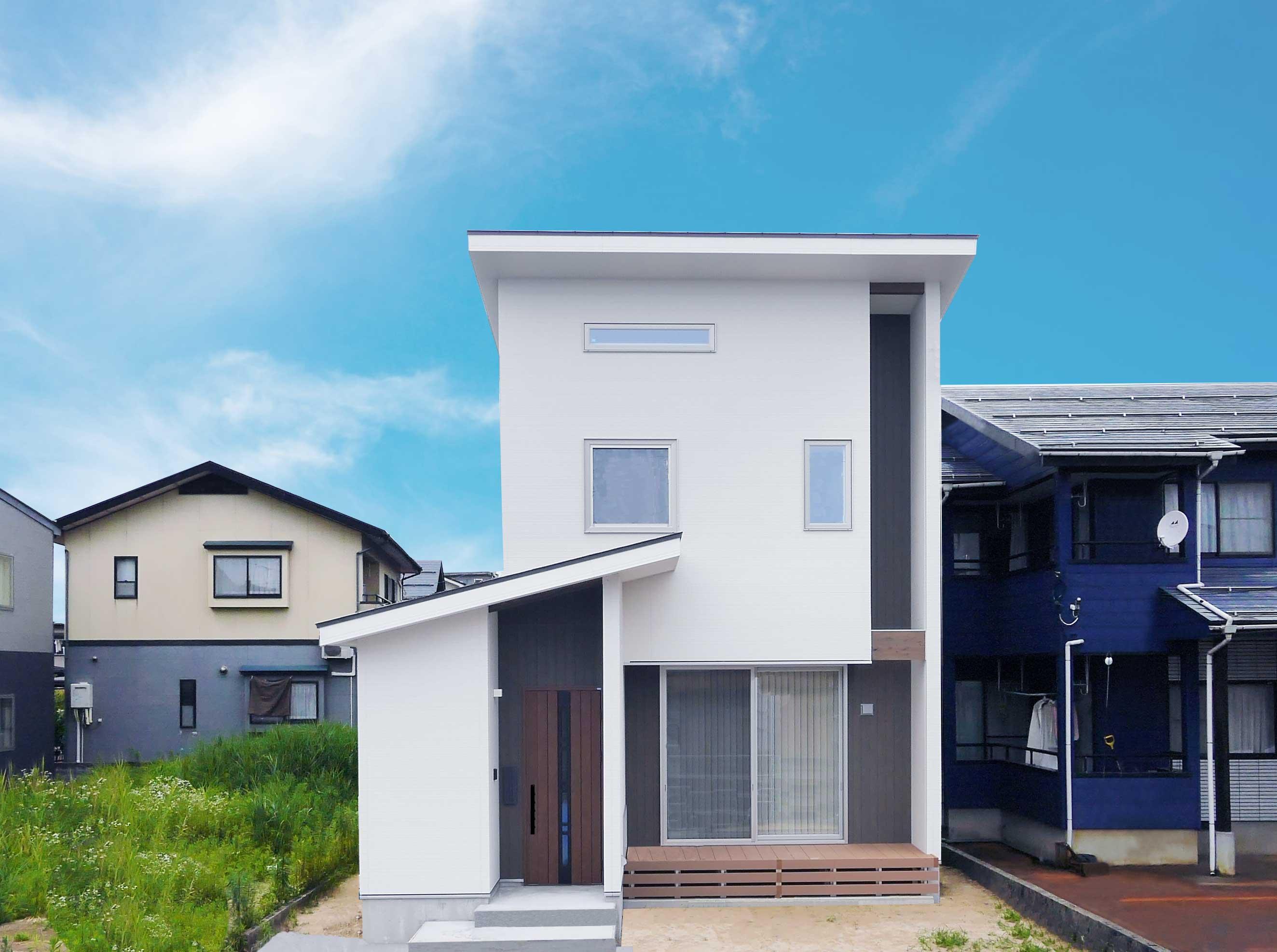 グリーンスタイルの間口の狭さを活かした快適! ほそながな家。一見、普通のお家。でも、奥に伸びる、細長なお家なんです!