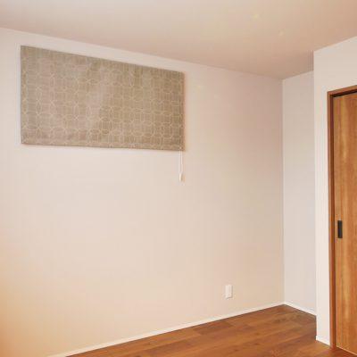 グリーンスタイルの間口の狭さを活かした快適! ほそながな家。タペストリーのようなカーテン。お部屋のアクセントに。