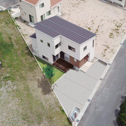 プライベートデッキの家<br />【変形地に建てた家】