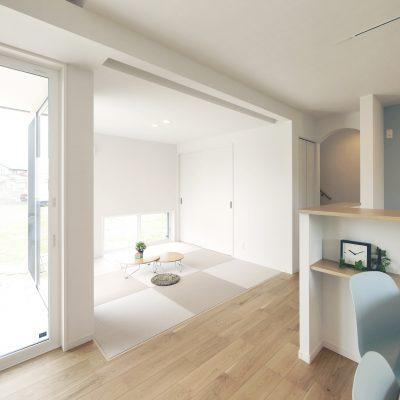 変形地・プライベートデッキの家。オープンなタタミスペースも、ロールスクリーンで間仕切り可能。