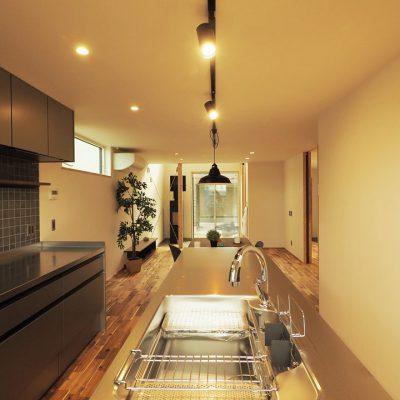 角地・変形地建築。デザイナーが考える住宅デザインのアイランドキッチン