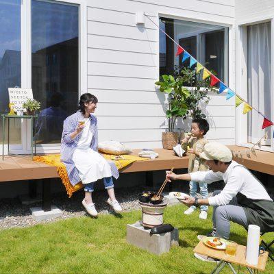 私のがんばらなくてもいい家。おうち時間を楽しもう!お庭でバーベキュー!お料理してるパパのよこでお先に乾杯!