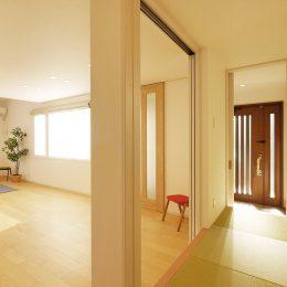 楽しもう お庭からもらう家族の時間 グリーンスタイル完成見学会 戸を開け放ち、1階をひとつの空間に。穏やかな気候の季節には、お家中を風が通り抜ける。
