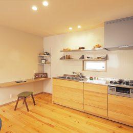 グリーンスタイル完成見学会 実家の敷地内に建てた自然素材の家 キッチンとカウンター