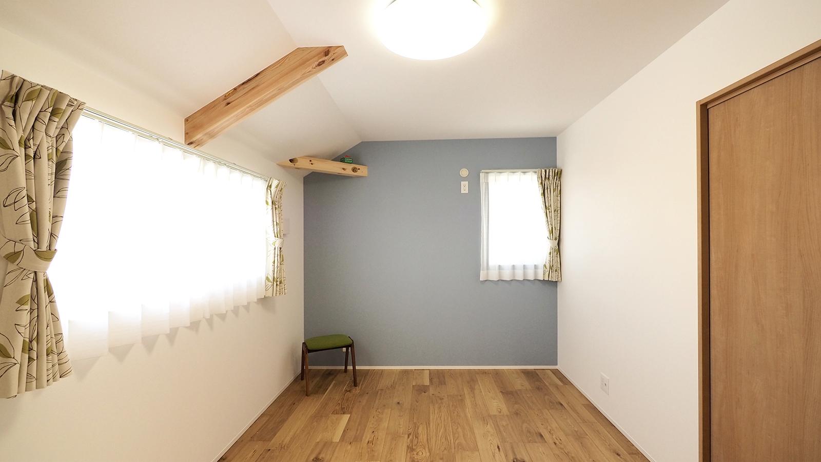 お庭とLDKと室内デッキがつながる家 秘密基地の2階
