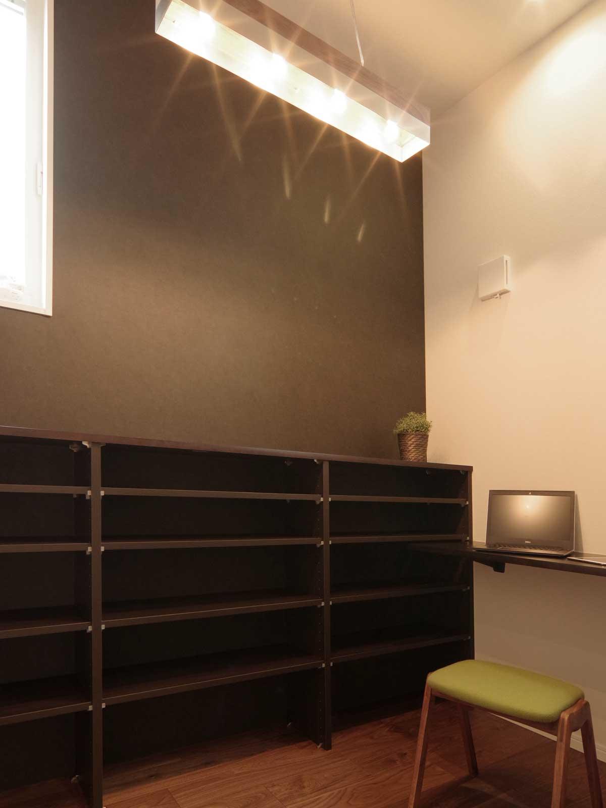 完成見学会 2F(LDK+Deck)の家 趣味も楽しめるシックに仕上げた書斎