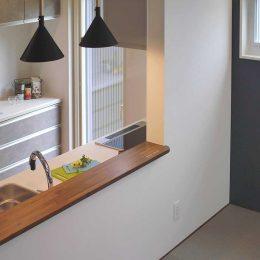 グリーンスタイルのお家見学会です。キッチン越しのタタミ。会話しながら、目を見て、お料理できます。