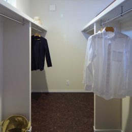 グリーンスタイルのお家見学会です。主寝室の壁裏に位置するウォークインクローゼット。