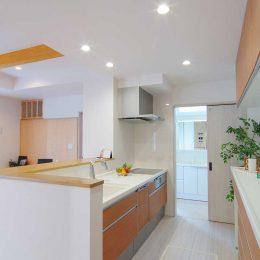 グリーンスタイルのお家見学会です。キッチン扉色も木調でコーディネート。