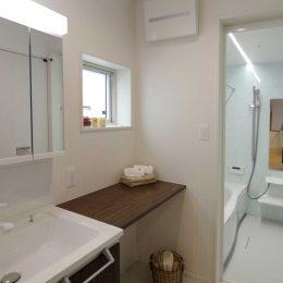 グリーンスタイルの完成見学会です。バイクガレージの2世帯住宅。お風呂は1階。家族みんなが使うところ。